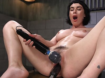 Horny solo girl olive Glass is naked and penetrates her soaked cunt