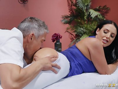 MILF goes vigorous erotic with the masseur's extensive penis