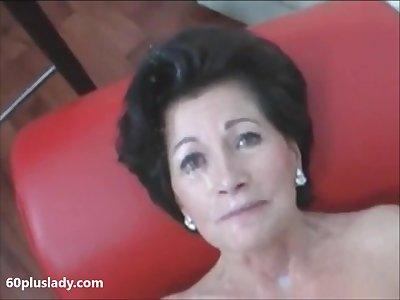 Sexy granny with heavy makeup exhibit beyond cam