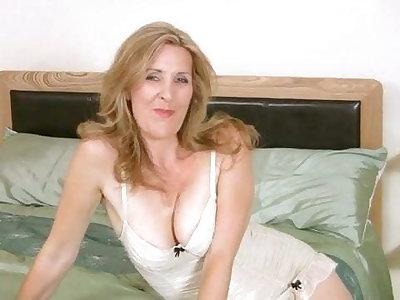 Sexy European MILF masturbate on casting