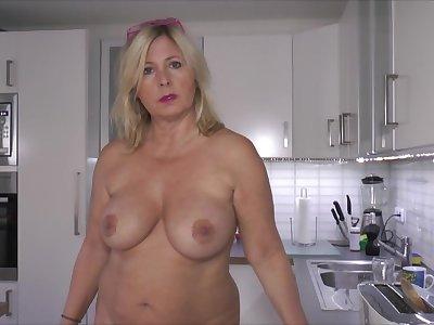 Nude Have a bite - TacAmateurs