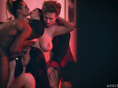 Cheating wife with huge confidential enjoying a swinger party