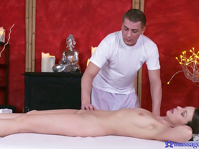 Masseur drives young babe into high-class cock
