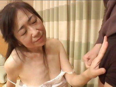 Amateur Asian girlfriend opens her legs to be fucked balls deep