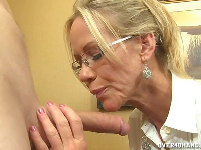 Video of unpropitious MILF Simone Sonay stroking and sucking his dick