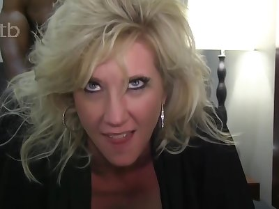Hot Sexy Blonde Milf Getting Her Bbc